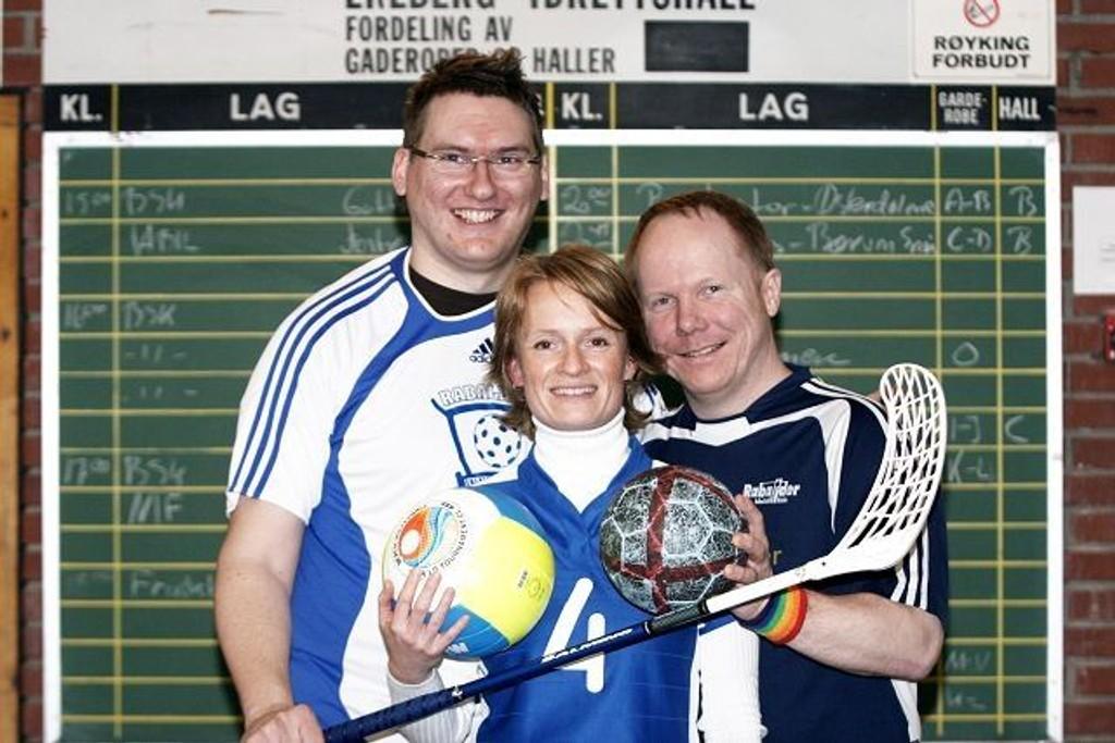 Klare: Øyvind Bø (venstre), Vivian Paulsen og Tore Aasheim er klare for Raballder Cup.