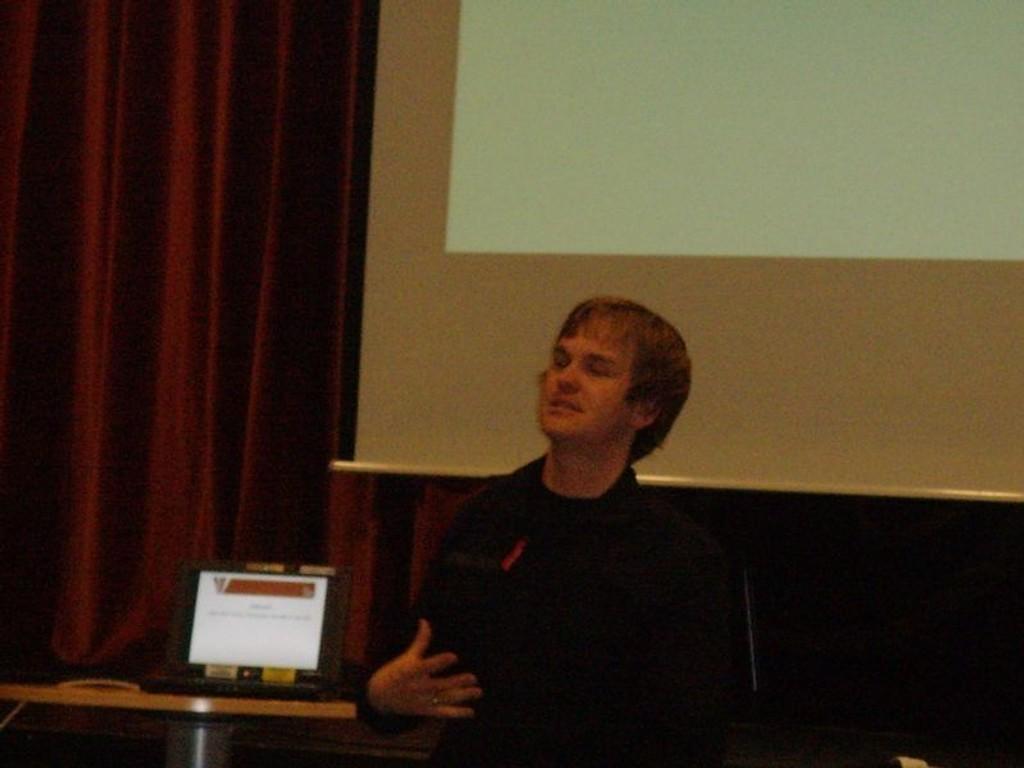 Ketil Kolstad, leder i foreningen !Les, er lidenskapelig opptatt av bøkenes verden og vil videreføre dette.