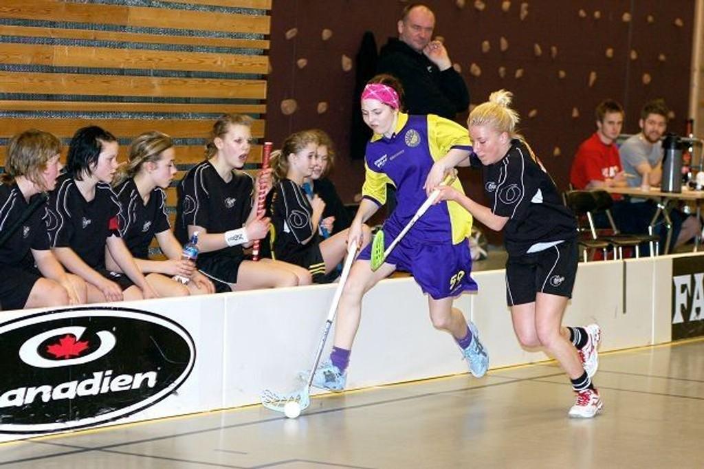Beate Ludviksen Kleiven (16) og de andre Tunet-spilleren leverte et godt mesterskap på Fagerstrand. Her fra kvartfinalekampen mot Slevik, som Tunet vant 2-1.