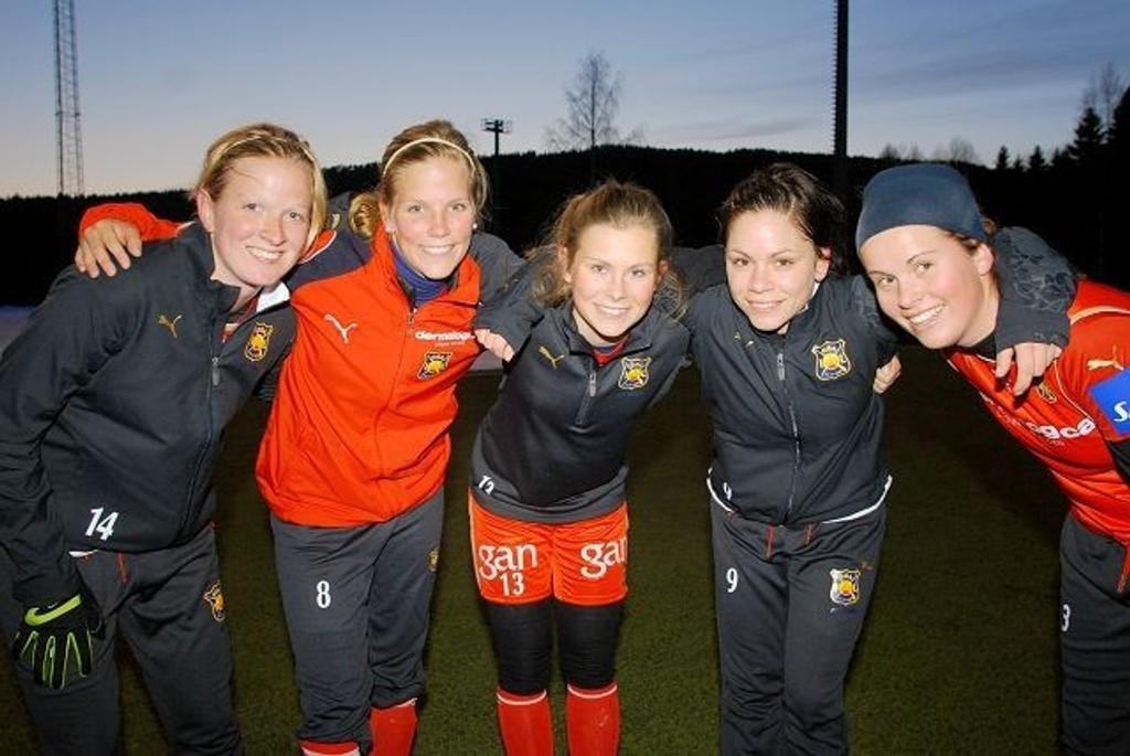 Ada Finskud (t.v.), Gunhild Herregården, Emilie Bosshard Haavi, Lise Meistad og Hedda Vedeler er nykommerne i årets Røa-stall.