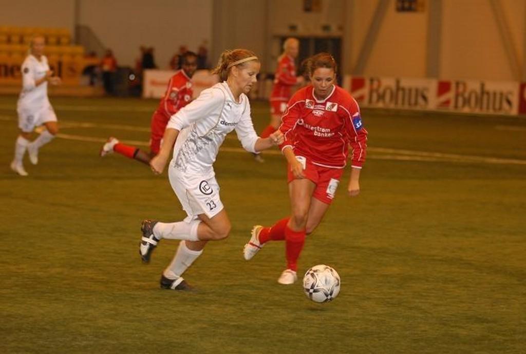 Trygg: Marie Knudsen var trygg og god på midten for Røa. «Dynamite girls» slet litt med det offensive spillet, men var bunnsolide bakover i seriepremièren mot Team Strømmen søndag.