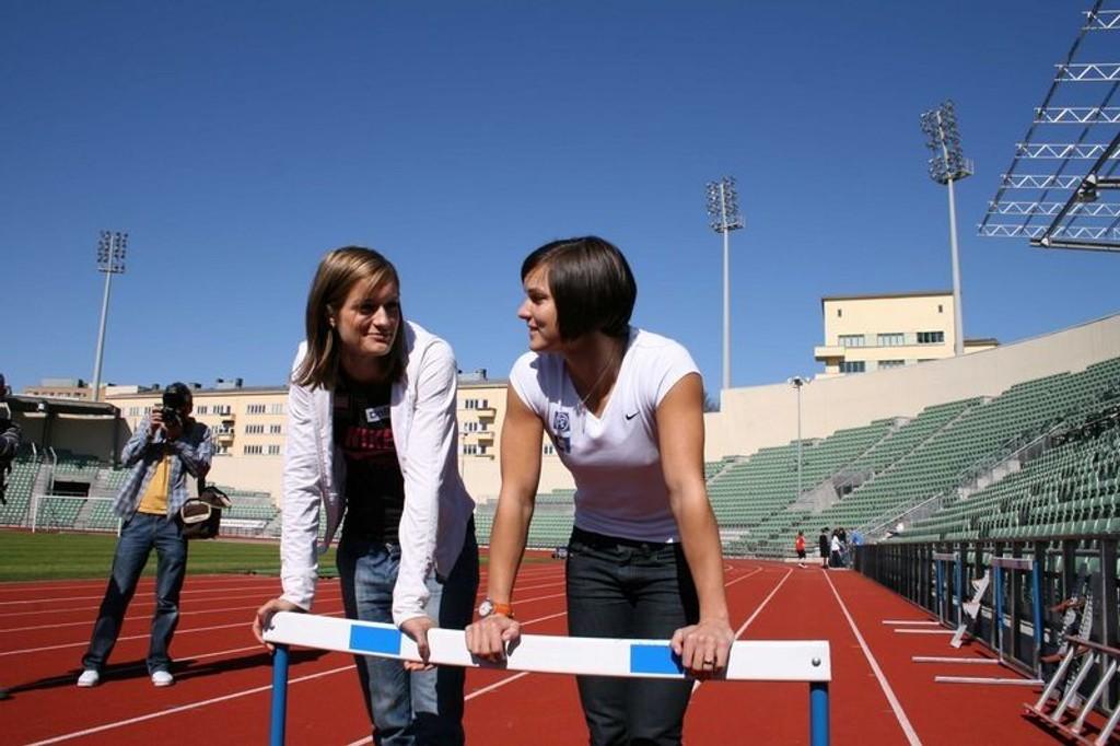 De er gode venninner, men 6.juni møtes svenske Susanna Kallur (t.h) og norske Christina Vukicevic til duell på 100 m hekk på Bislett.