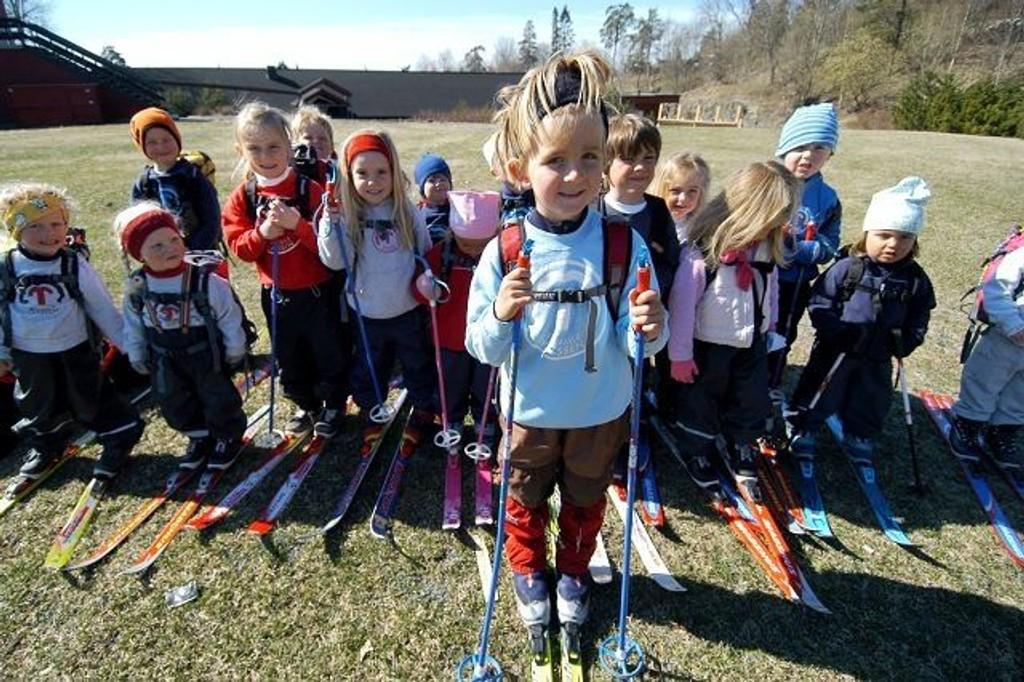 Gjengen fra Tommleplassen barnepark var sporty nok til å stille med ski på. Foto: Elisabeth C. Wang