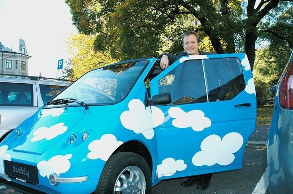 Det mener Håvard Kvistle i norske Buddy. Nå får miljøbilene muligens boltre seg fritt på byens P-plasser. Arkivfoto