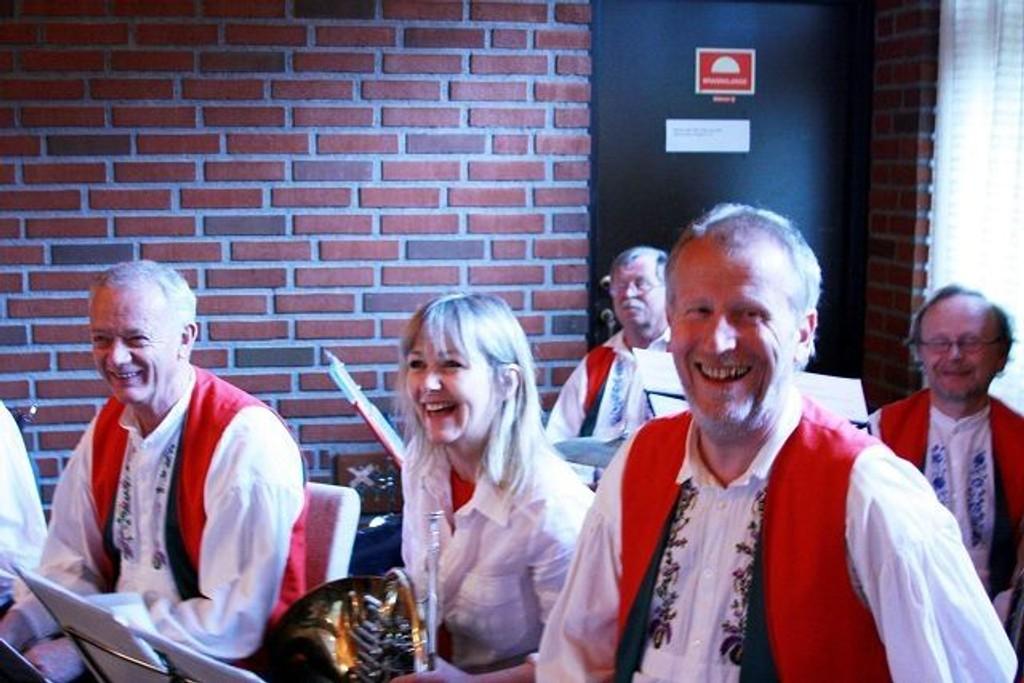 Bakås Blæs & vilt underholdt på den tradisjonelle cafékonserten 1. mai på Ellingsrud.