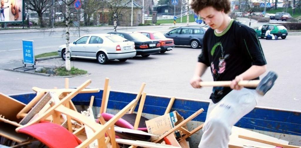 Gustav Gjærder Olsen og Hasle Løren Hockey flytter barnevernet fra Bjerke til Økern.Komprimerer avfall.