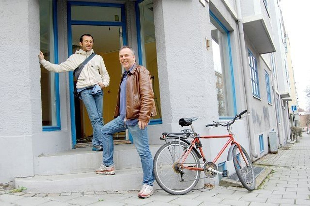 Nye lokaler: Henning Mathisen og Marco Vacchina skal igjen fylle la Sosta med liv og røre. Det kommer definitivt alle på Adamstuen til å sette pris på. FOTO: CAMILLA SVENDSEN