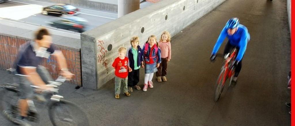 Markus Grøstad Grøneng (5,5), Fredrik Styve (6), Hanne Styve (6) og Aurora Bjørseth (5,5) er fire av seks Disen-barn som blir sendt til Sinsen skole når de begynner i 1. klasse til høsten.Foto: Karl Andreas Kjelstrup