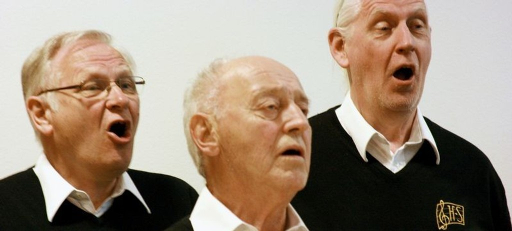 De fleste av Høybråten sangforenings medlemmer godt passert konfirmasjonsalder, men sanggleden er intakt.