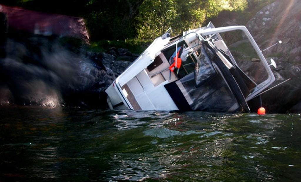 KRASJ: Slik så det ut da Redningsselskapets mannskap kom til ulykken ved Åsane utenfor Bergen.