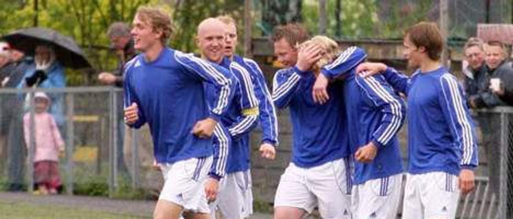 gratulerer Julian Møller med 3-1 scoringa.