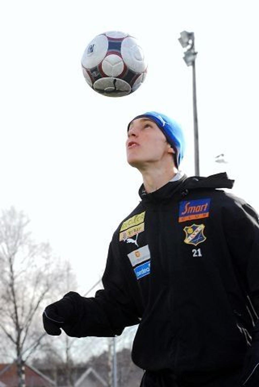 Midststopperen debuterte på toppnivå med favorittlaget Lyn i fjor. Arkivfoto: Are Kolstad