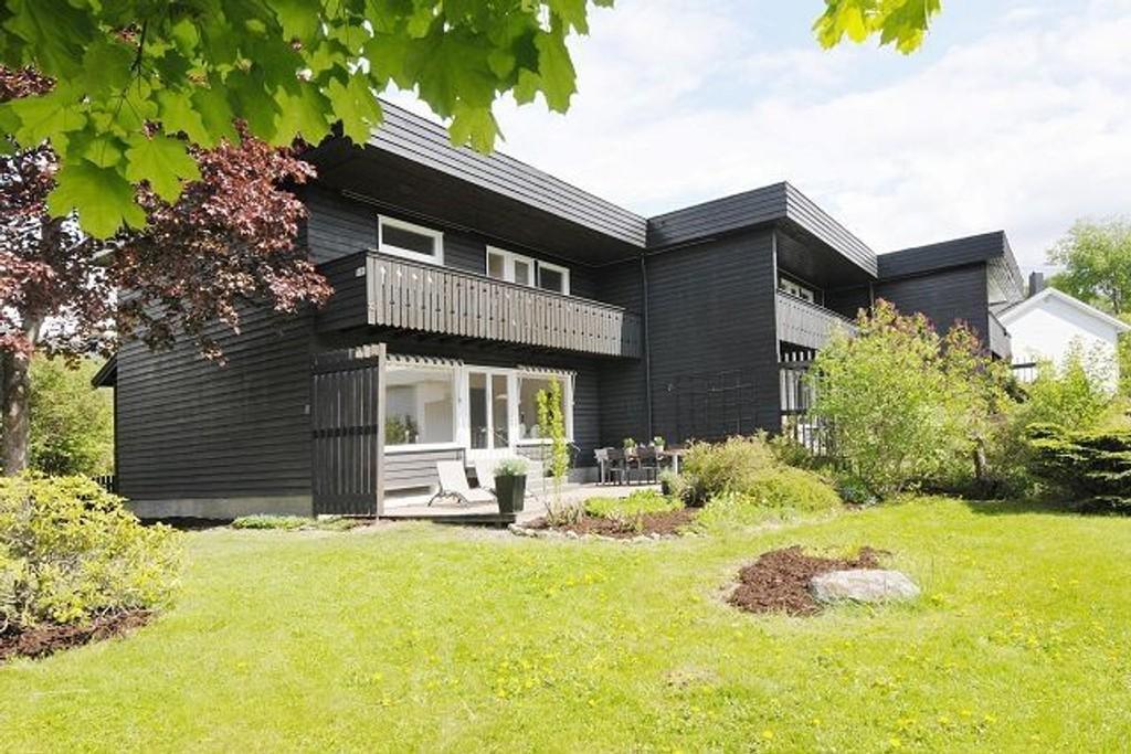 Dette rekkehuset på Nordstrand hadde en prisvurdering på kr 4.900.000,- og ble mandag solgt for kr 5.510.000,-. (Foto: Krogsveen)