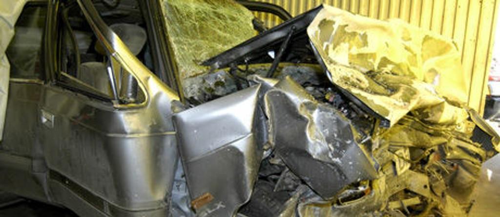 DOVRESKOGEN: Føreren av en Madza omkom da bilen han førte kolliderte med en bil med seks ungdommer i Dovreskogen på E6 i Dovre i Oppland fylke på natt til skjærtorsdag i år.