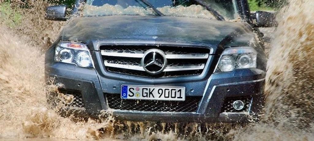 TESTET: Mercedes GLK er en av få SUV-er som virkelig trives der asfalten slutter.