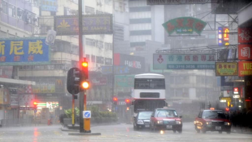 KAMMURI: Den tropiske syklonen Kammuri førte til blant annet store nedbørmengder i Hong Kong da den nådde land onsdag 6. august 2008.