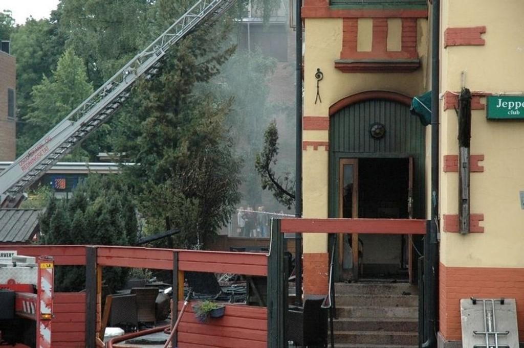 Jeppe Kro er totalskadet etter brannen. - En fryktelig trist dag, sier Marlen Langeland.