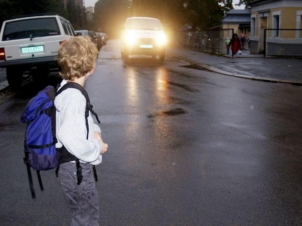 Til mandag er det skolestart igjen, og flere tusen 6-åringer skal bevege seg ut i trafikken for første gang alene. Trygg Trafikk oppfordrer til å vise hensyn. ARKIVFOTO