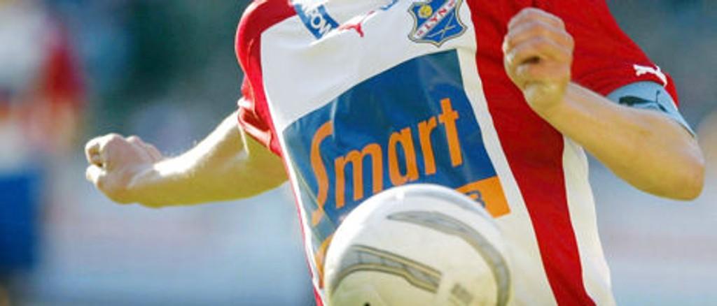 Lyn-spillerne vil fortsette å spille med Smart Club på brystet, i hvert fall ut sesongen.
