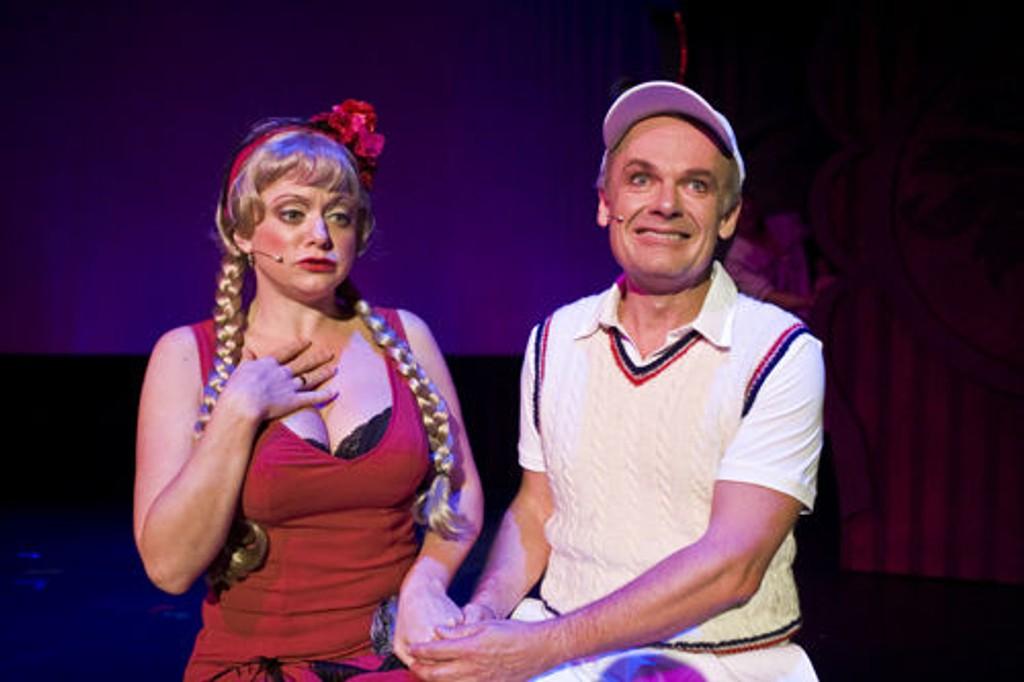 Hilde Louise Asbjørnsen og Per Christian Ellefsen i musikalen Little Me.
