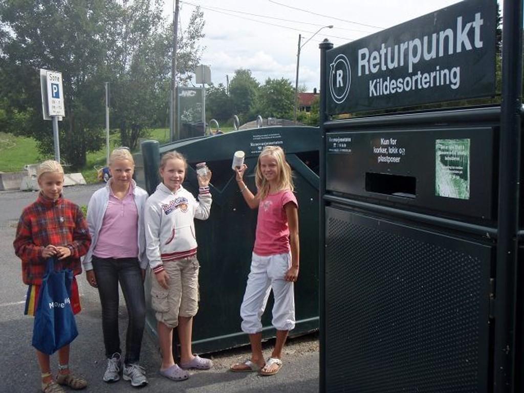 Det er viktig å sortere, synes Amalie Jødal, Rikke Rosenberg Katrine Røed og Nanna Frogner.