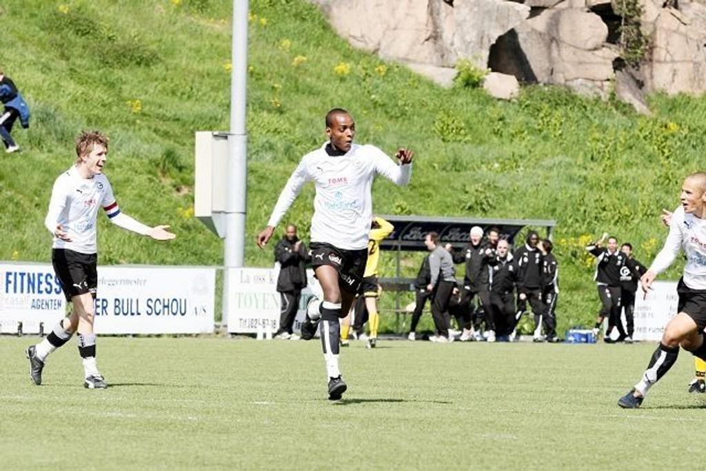 Abdi Ibrahim jubler etter en scoring mot Steinkjer 18.mai, siste gang GBK tok poeng.