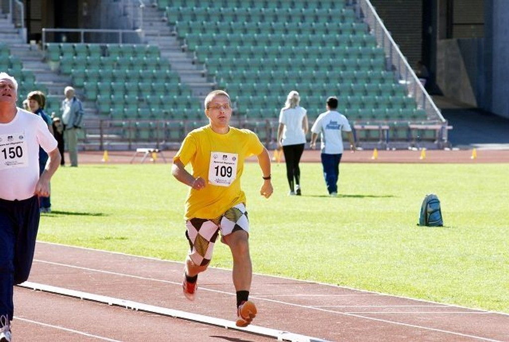 Bølers Kjetil Aune imponerte på 100-meteren under Bislett Special Olympics. Med en suveren seier gjorde han som Usain Bolt i OL.