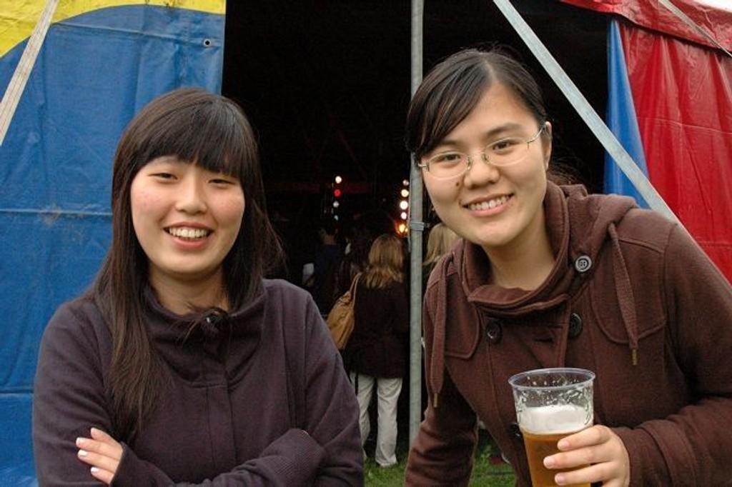 Qin Yi og Zhang Ran koser seg på Kringsjå. Foto: Karl Andreas Kjelstrup