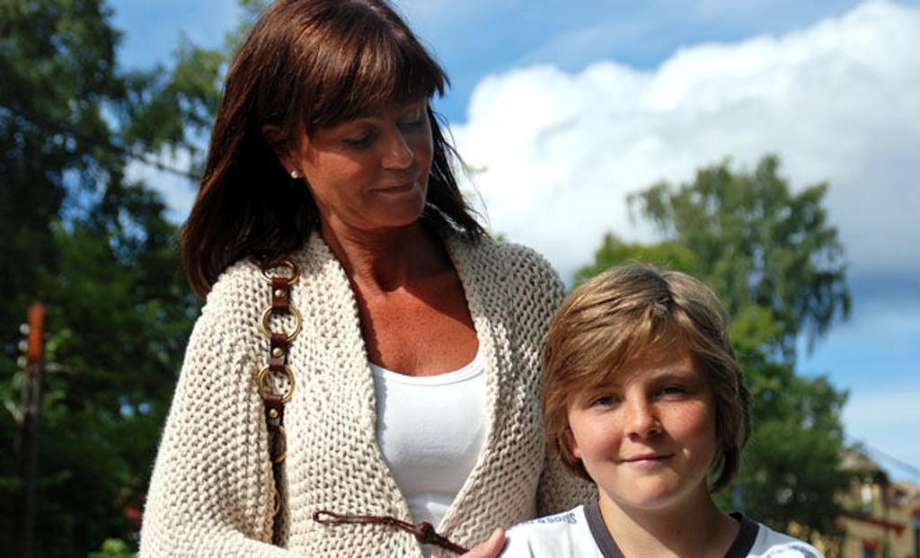 PÅKJØRT: Kristin og Fredrik Gran-Jansen er tilbake på stedet der Fredrik tirsdag ble påkjørt.