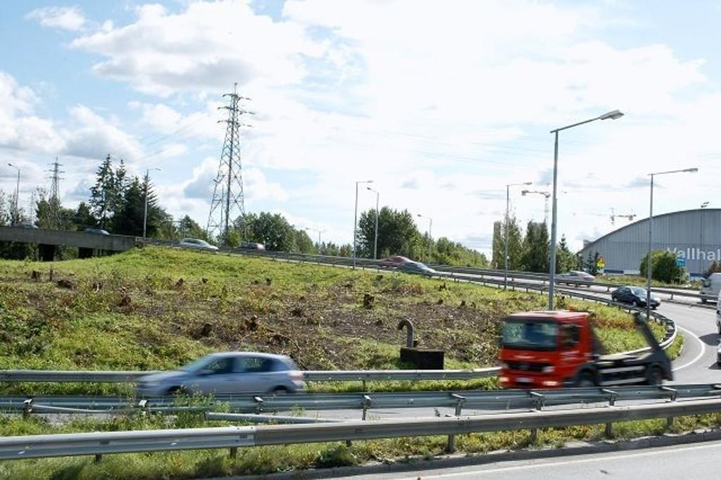 Flere bilister har nok blitt overrasket over god sikt i området rundt Ulvensplitten den siste tiden. Lokalveinettet skal stå ferdig i 201 0 og vil binde sammen Ulven, Hasle og Valle.
