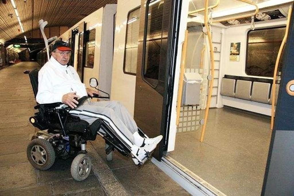 Rullestolbruker Per- Kristian Kristiansen (72) er lite fornøyd med de nye MX-vognene. Dette er elendig. Jeg vet at det er flere enn meg som sliter med dem, sier han.