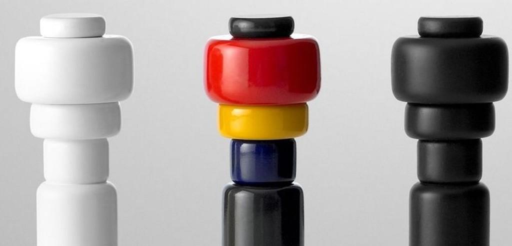 KRYDDER: Plus salt & pepper-bøsser, designet av Norway Says, produsert av Muuto.