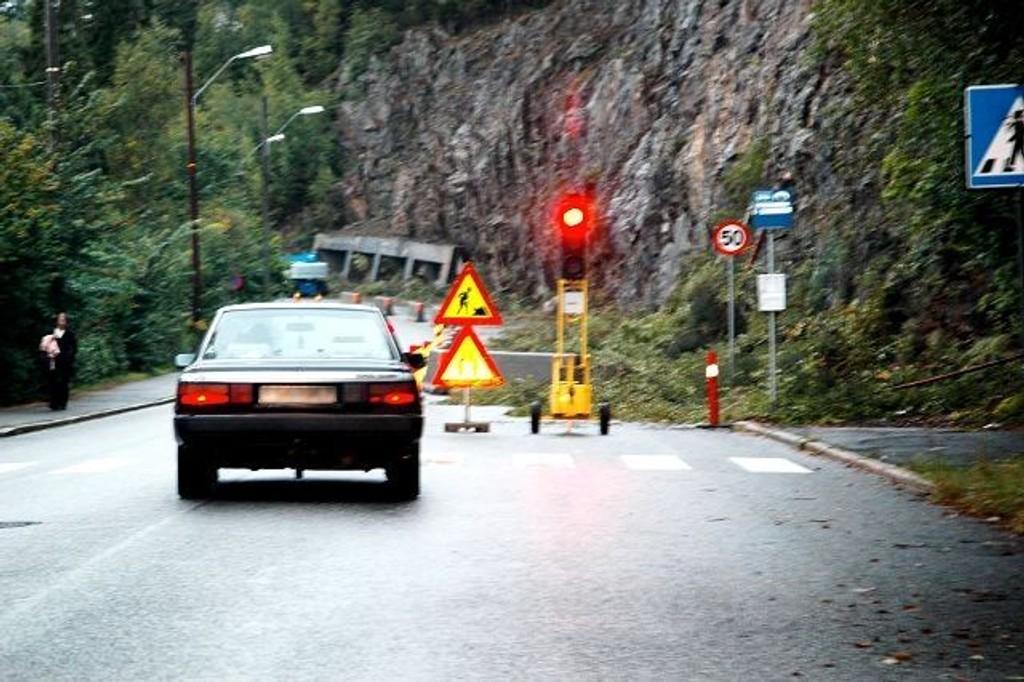 Bilistene må belage seg på redusert trafikkavvikling i Nordstrandveien på grunn av sikring i fjellsiden.