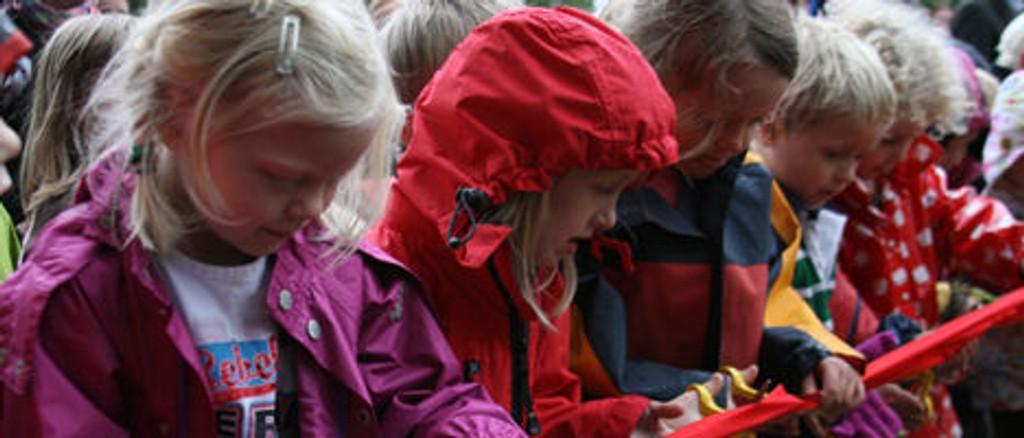 Nye flotte utearealer i Bråten barnehage åpnet med stor festivitas.