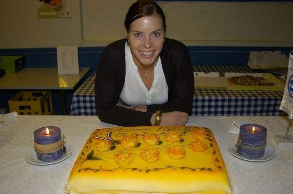 Bursdagskake: Else-Marthe Sørlie Lybekk fikk en overraskelse etter treningen på 30-årsdagen.