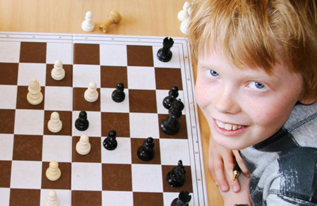 Johannes Høva Bøhler er en av Korsvoll-guttene som skal forsvare Norges sjakk-ære i helgen.