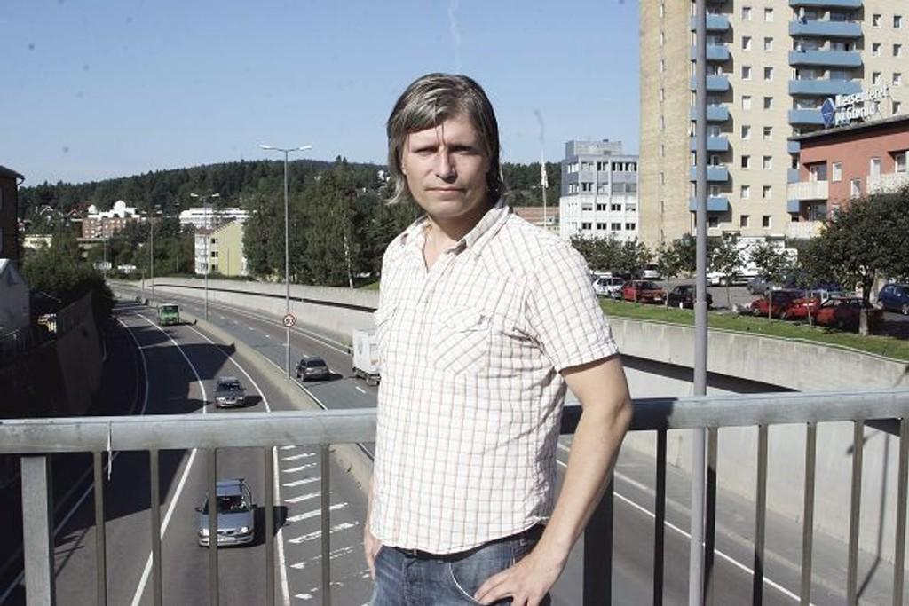Forslaget om økning i kollektivprisene får ingen støtte hos Ola Elvestuen (V). Dermed kan det bli vanskelig for byrådet å få støtte for budsjettforslaget (Arkivfoto).