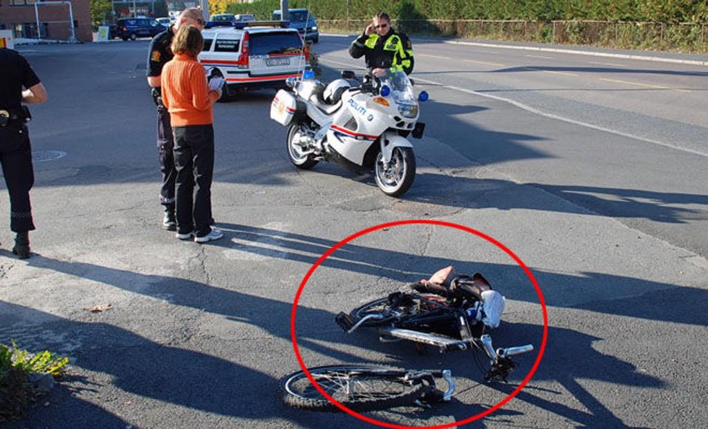 BRUKKET: Slik så sykkelen ut, etter at syklisten ble påkjørt av en bil.