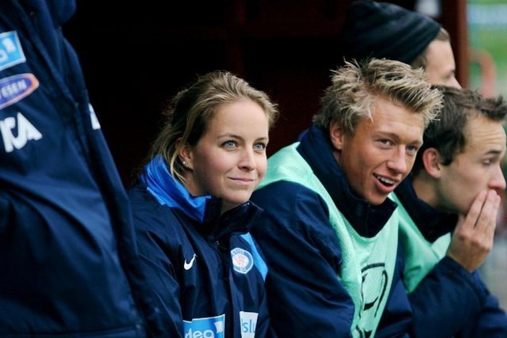 God stemning: Anette Sjong Mathisen trives som «eneste høne i kurven». Her ser hun VIF 2 spille 0-0 mot Kjelsås forrige uke.