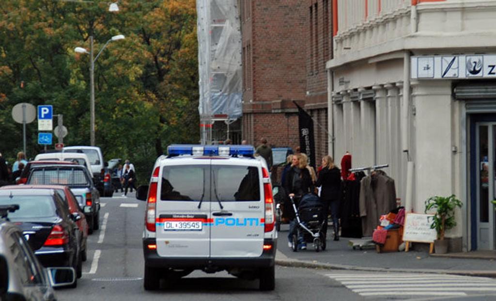 Her, i Markveien på Grünerløkka, søker politiet etter en mann med utenlandsk utseende, etter at en 16 år gammel jente ble grovt antastet lørdag.