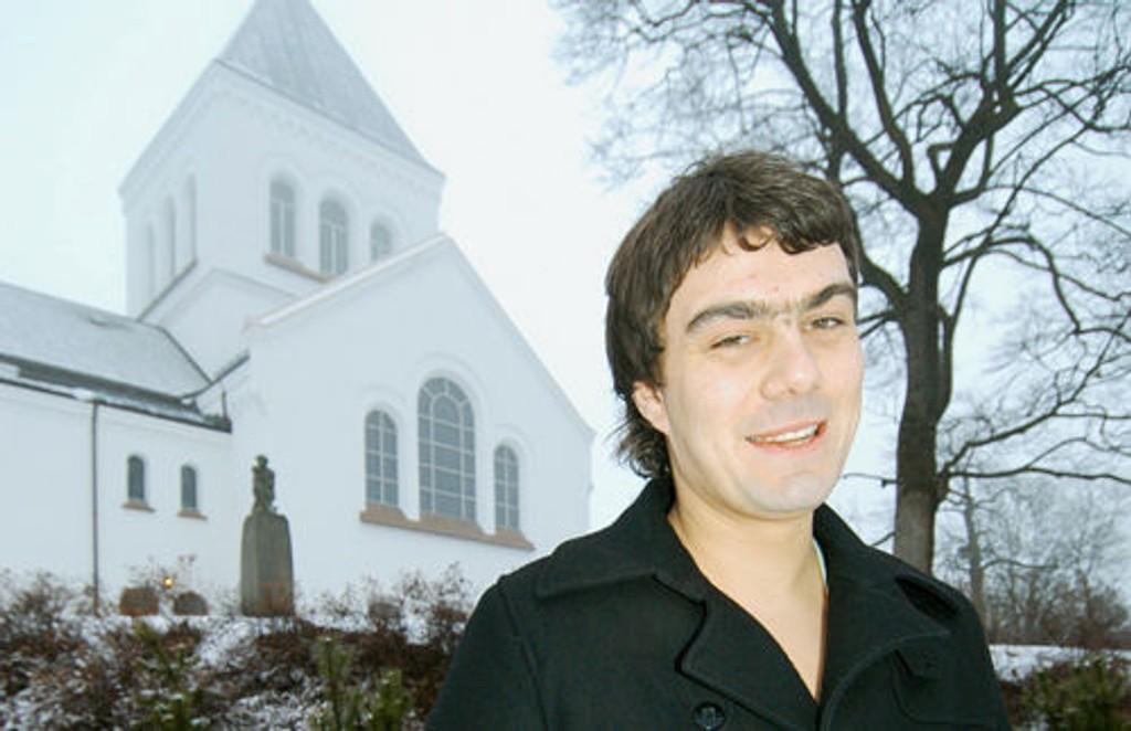Prest Kristian Knapstad i Ullern kirke gleder seg til Prøysen-messe i morgen.