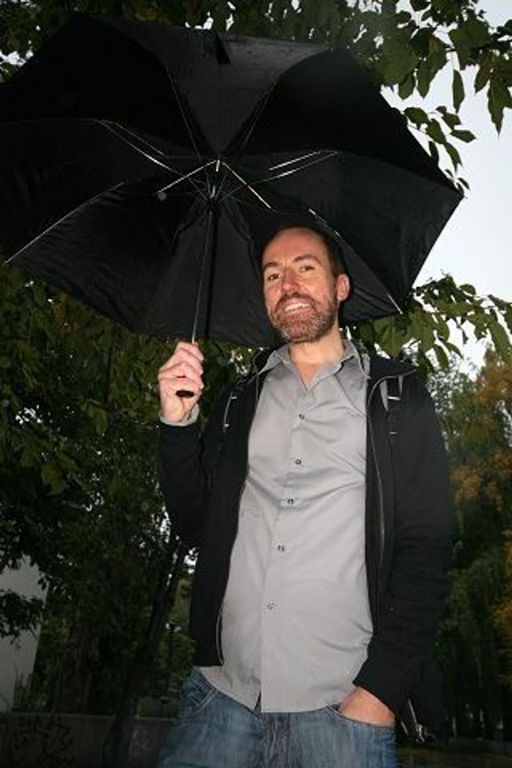 Børge Skråmestø tar kjendisjournalistikken på blodig alvor i boka «Tårer i Champagnen».