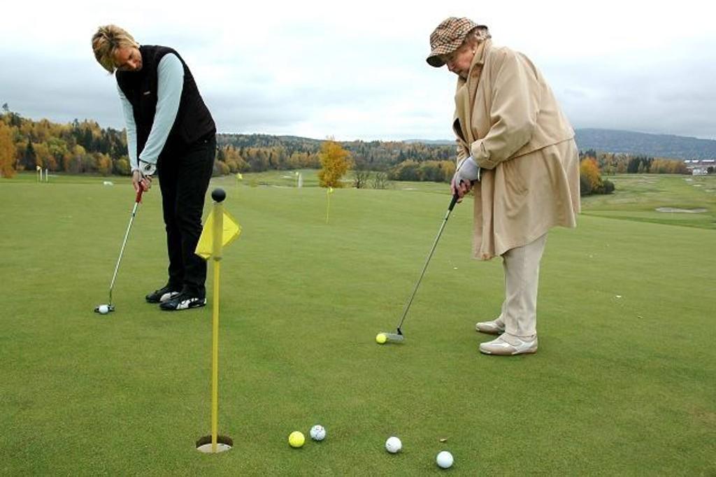konstaterer Mosse Heyerdahl, Ullern-kvinnen som kan se tilbake på mer enn 80 år med golflidenskap. Foto: Fredrik Eckhoff