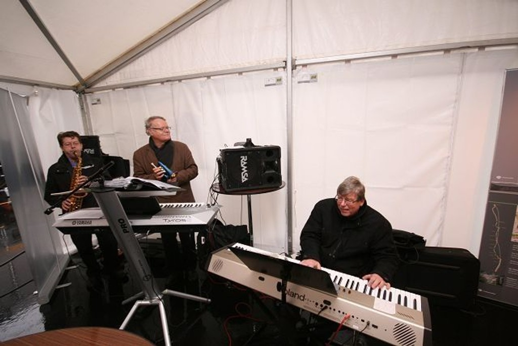 Johan Bergli (sax), Philip Kruse (tangenter) g Freddy Hoel Nilsen fra Vestly sto for den musikalske underholdningen under åpningen.