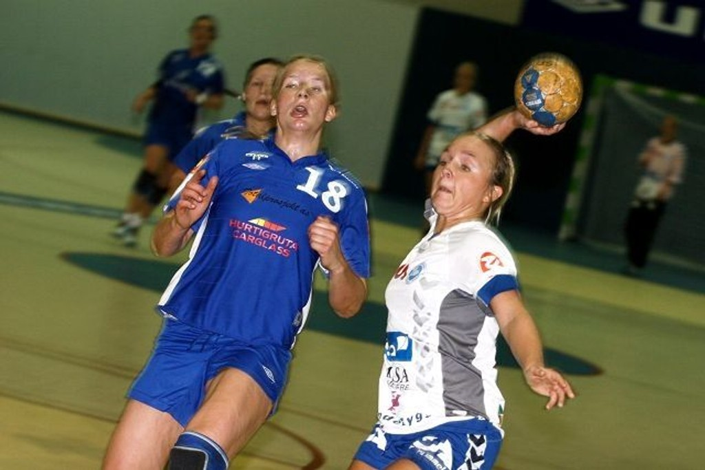 Martine Blomqvist (høyre) scoret to mål mot Njård og Oda Brødholt.