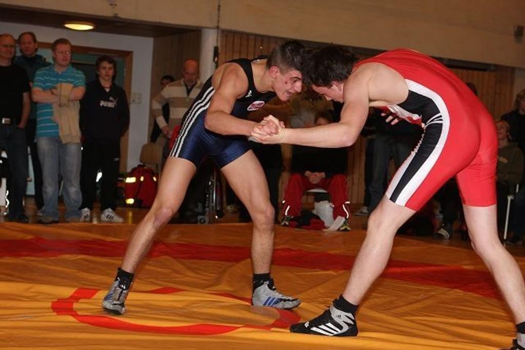 Sju kilo lettere, vant Ronbin Bråthen (blå) alle sine kamper i KM, og tok gull i 76 kg.