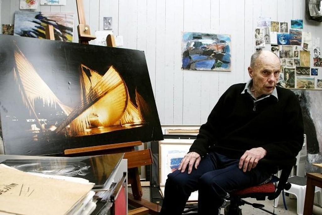 Carl Nesjar, her hjemme i atelieret på Bøler, har blant annet smykket ut Y-blokken i Regjeringskvartalet. Arkivfoto: Magne Mellem Enoksen