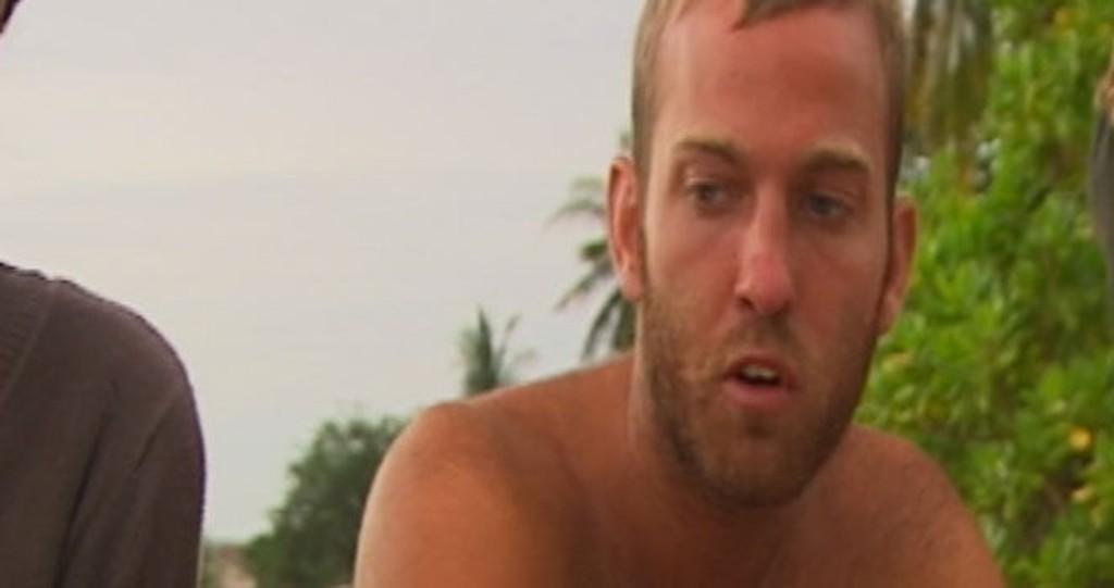 HISSER SEG OPP: Christopher er ikke glad for nykommerne som klarte seg i øyrådet.