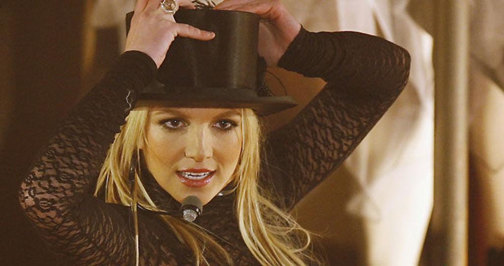 TILBAKE: Britney Spears feiret bursdagen med to opptredner på TV og selvsagt kake. Se de sexy bildene av henne nederst i saken.