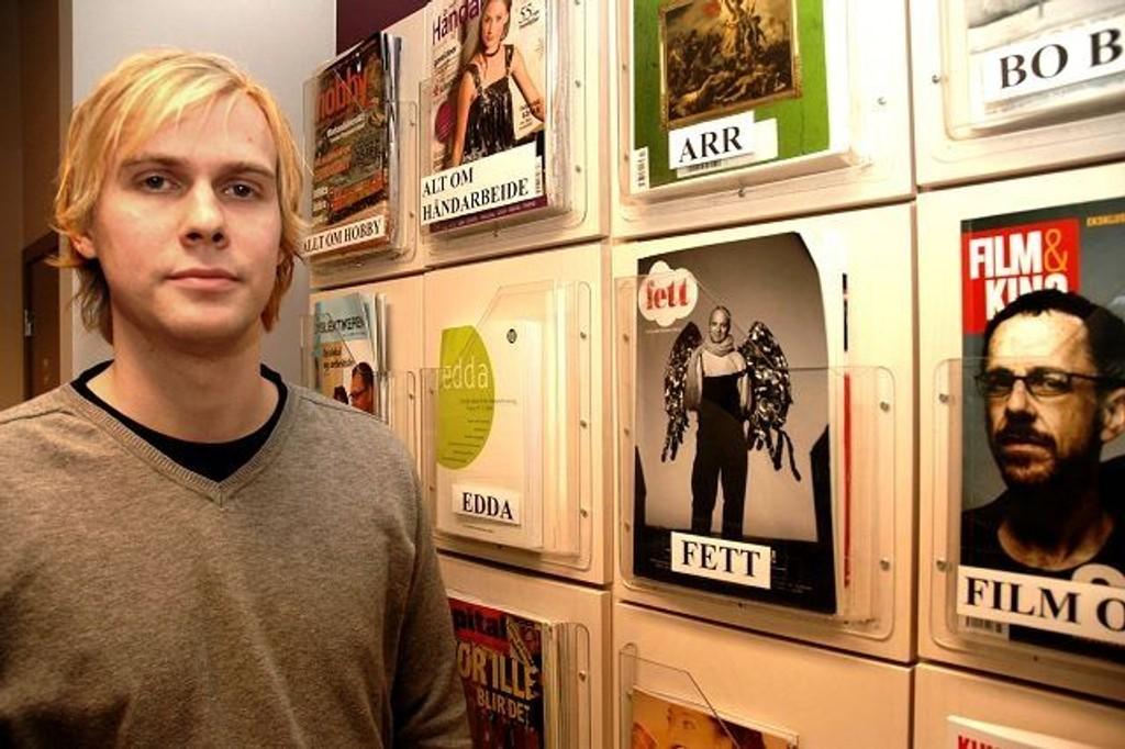 Heikki Knutsen er sjef ved Røa bibliotek. Her i avdelingen for tidsskrifter og aviser, stjeles det titt og ofte. Knutsen vil ha en slutt på det. foto: alexander synstad
